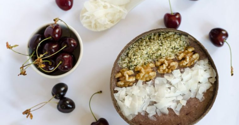 Smoothie bowl alla ciliegia