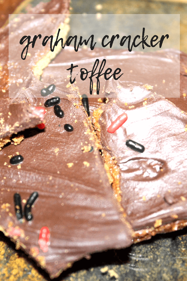 Graham Cracker Toffee | The Vegas Mommy