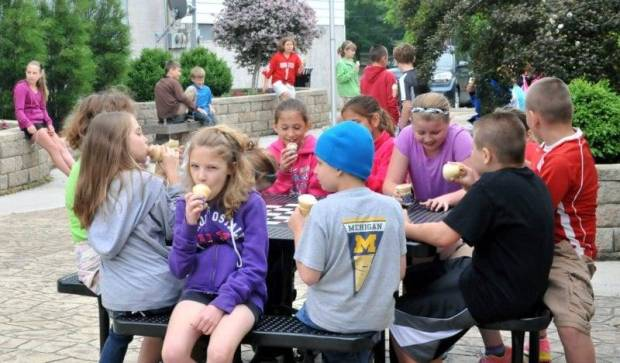 Mrs. Tanner's and Mr. Leu's Hilltop 4th grade classes stopped by Park Place to chill out and relax with a cool treat after taking a trip to visit Klingler Pharmacy and the West Unity Public Library.