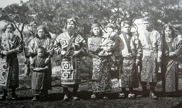 group-of-ainu-people-1902-photograph