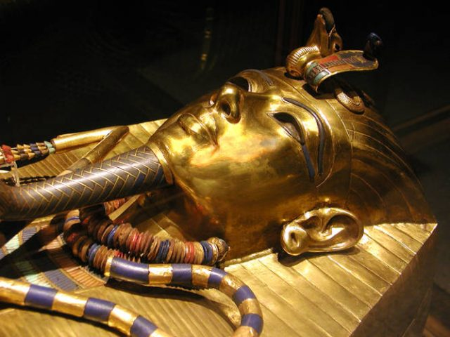 When archaeologists first examined the mummy of King Tutankhamun in 1925, they found two beautiful daggers in the pharaoh's linen wrappings.