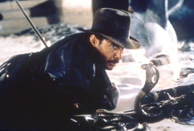 کھوئے ہوئے صندوق کے رائڈرس کی فلم بندی کرتے ہوئے ہیریسن فورڈ ایک سانپ کے ساتھ ناک سے ناک