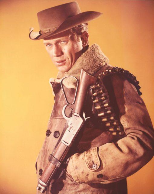 ٹی وی ویسٹرن سیریز 'وانٹڈ: ڈیڈ یا الائیو' ، 1961 میں بطور جوش رینڈل اسٹیو میک کیوین۔