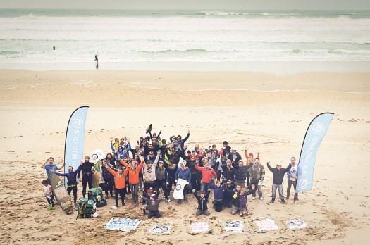 autumn-beach-clean-volunteers