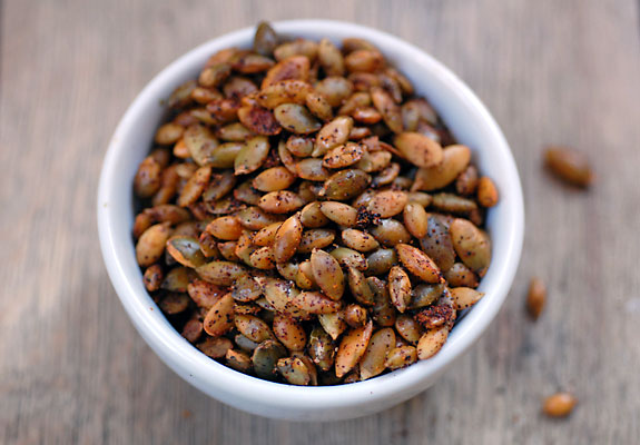 chili-roasted-pumpkin-seeds-vocket