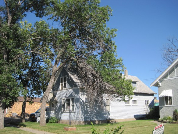 2016-august-north-dakota-harvey-house-1-sophia-eberlein-sophie-crime-ghost-haunted-folk-lore-legend-spooky-tree-usa-nd-photo-by-the-voice-before-the-void