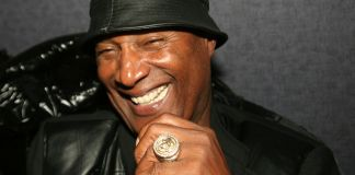 Paul Mooney at a promotional event for Charlie Murphy to promote his book The Making of a Stand Up Guy in December 2009. (Photo by: Timothy M. Moore | wikicommons)