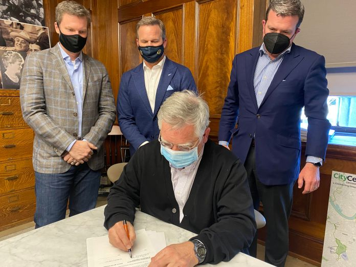 Nashville Mayor John Cooper signing Letter of Intent with Bristol Motor Speedway. (Courtesy Photo)
