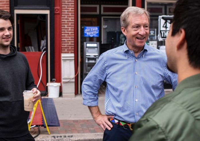 (Center) Presidential Candidate Tom Steyer (Photo by: tomsteyer.com)