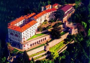 800px-castelbrando_aerial_view