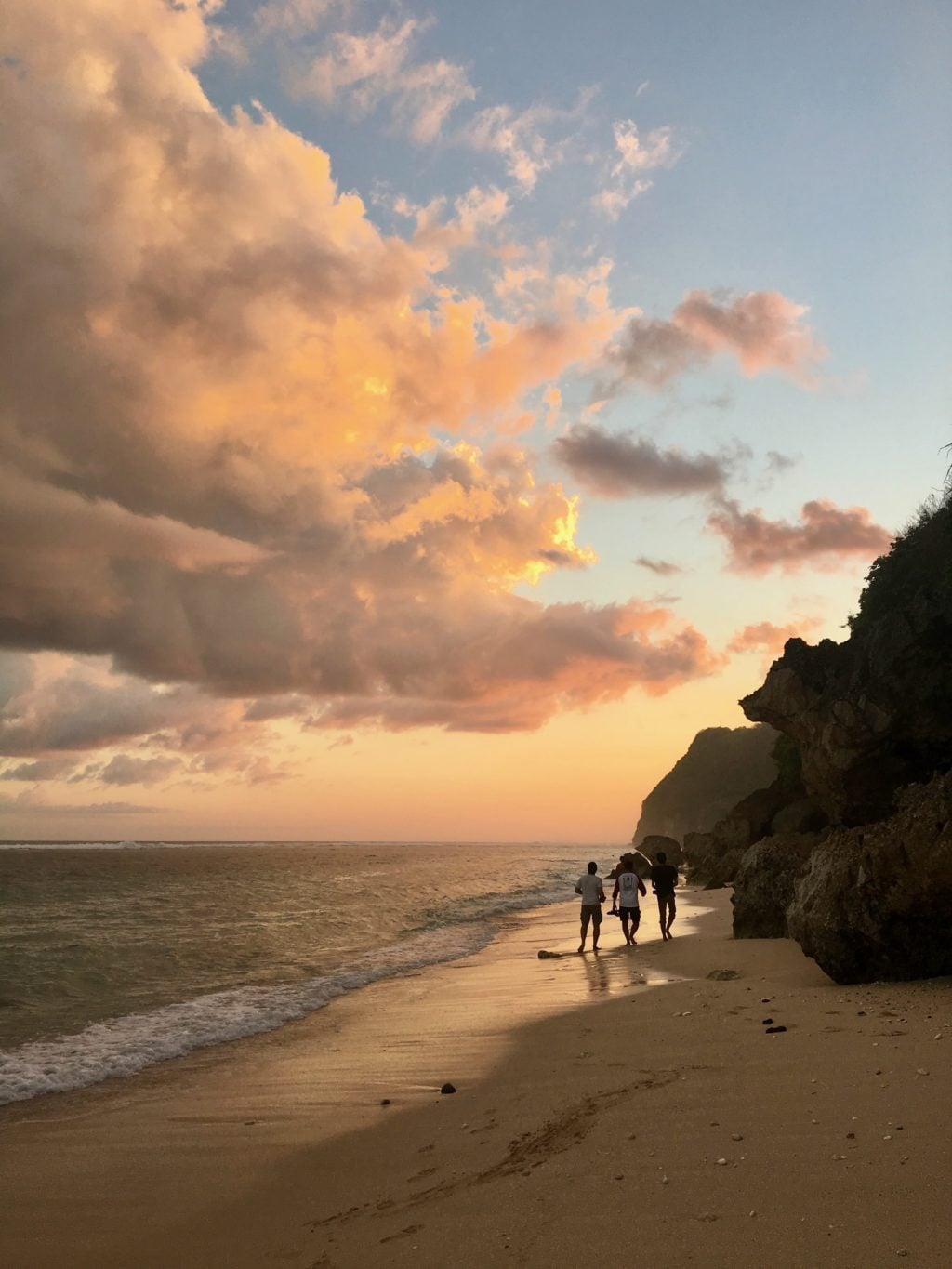 Bali Beach •10 Essential Things to Pack for Bali, Indonesia   The Wanderful Me