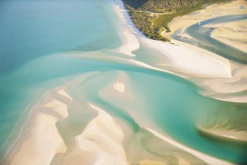 Whitehaven Beach, Whitsundays Australia by The Wandering Lens www.thewanderinglens.com