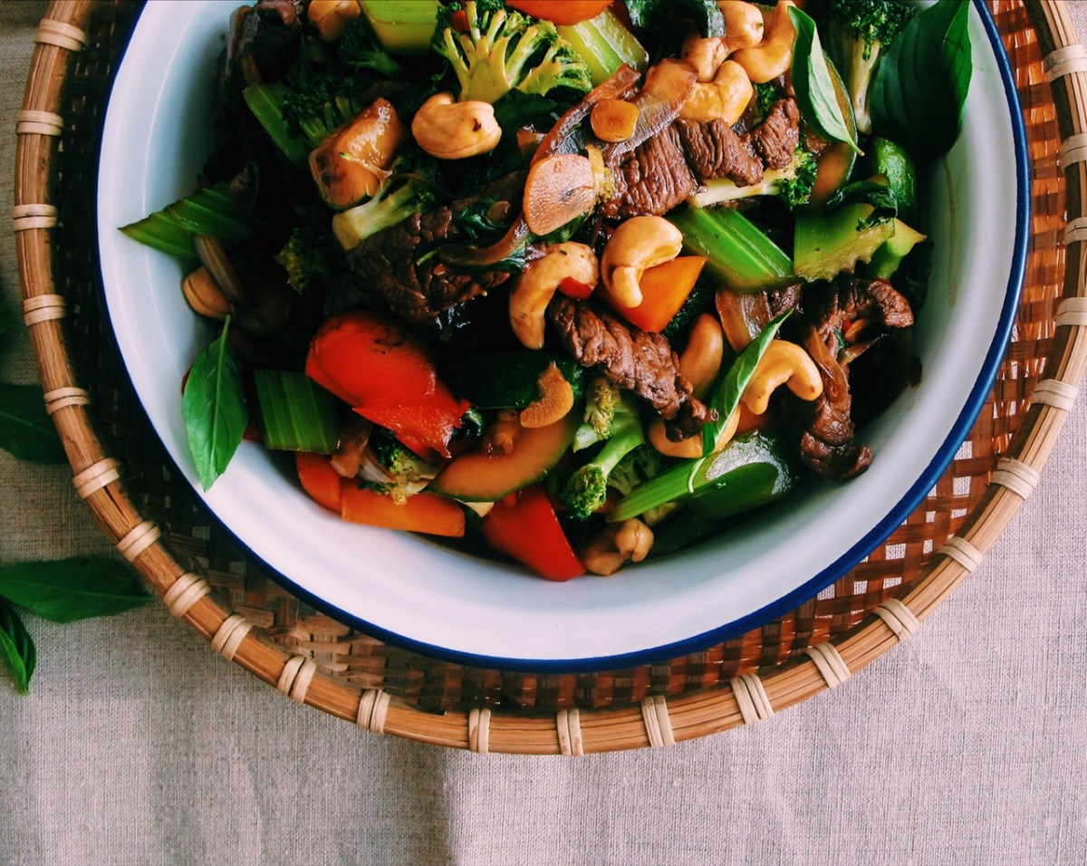 Easy Thai Beef Basil with Veg & Cashews