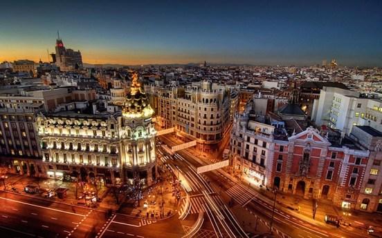 ciudad-madrid-noche-tour-andando-viajes