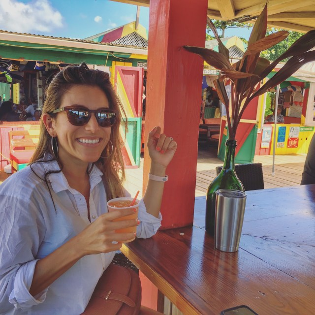 5 Must Have Experiences in Nevis: Sip a Killer Bee at Sunshine's