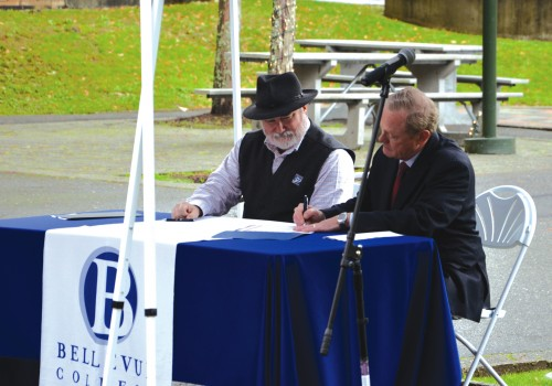 President David Rule and Gary Condra sign Memorandum.