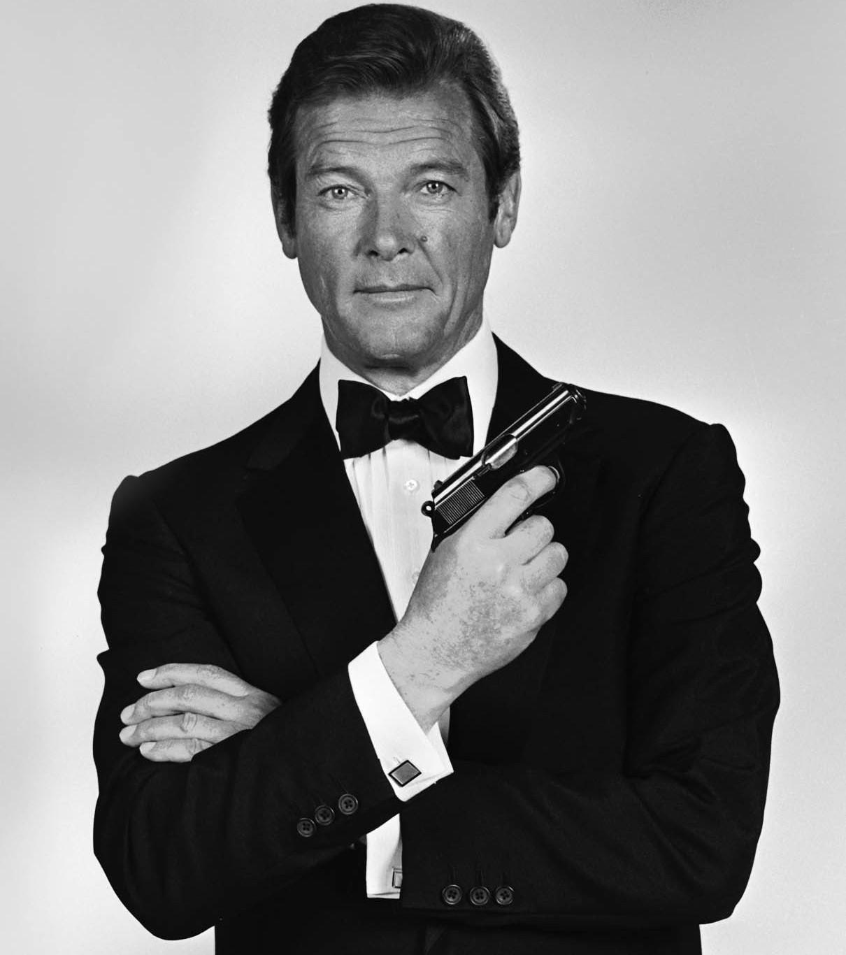 Iconico: Roger Moore nei panni di James Bond. Ne ha girati nove.