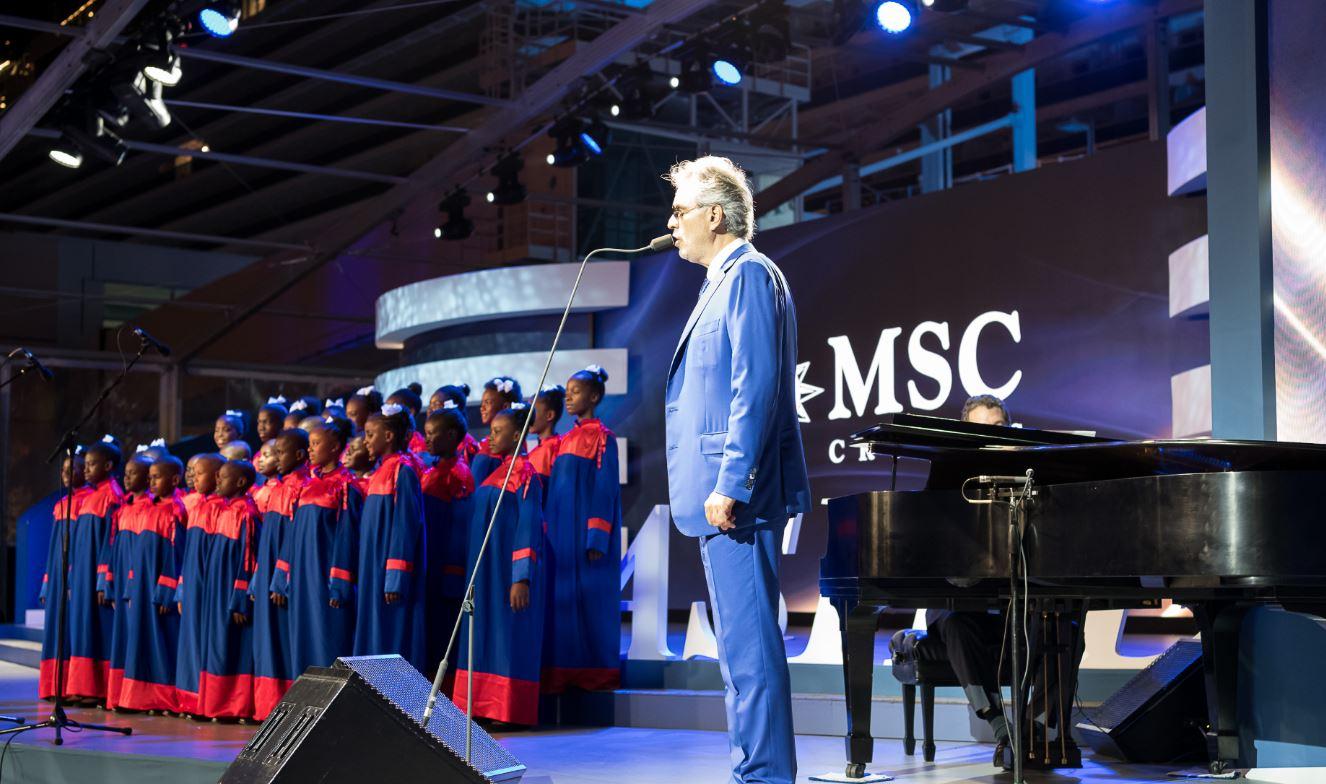 Andrea Bocelli canta al varo di MSC Crociere Seaside Miami.
