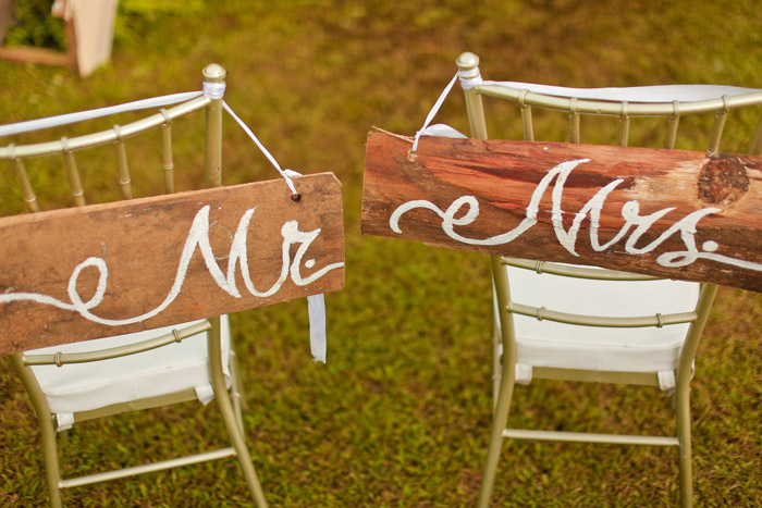 Rustic chair décor. Photography by MangoRed. www.theweddingnotebook.com