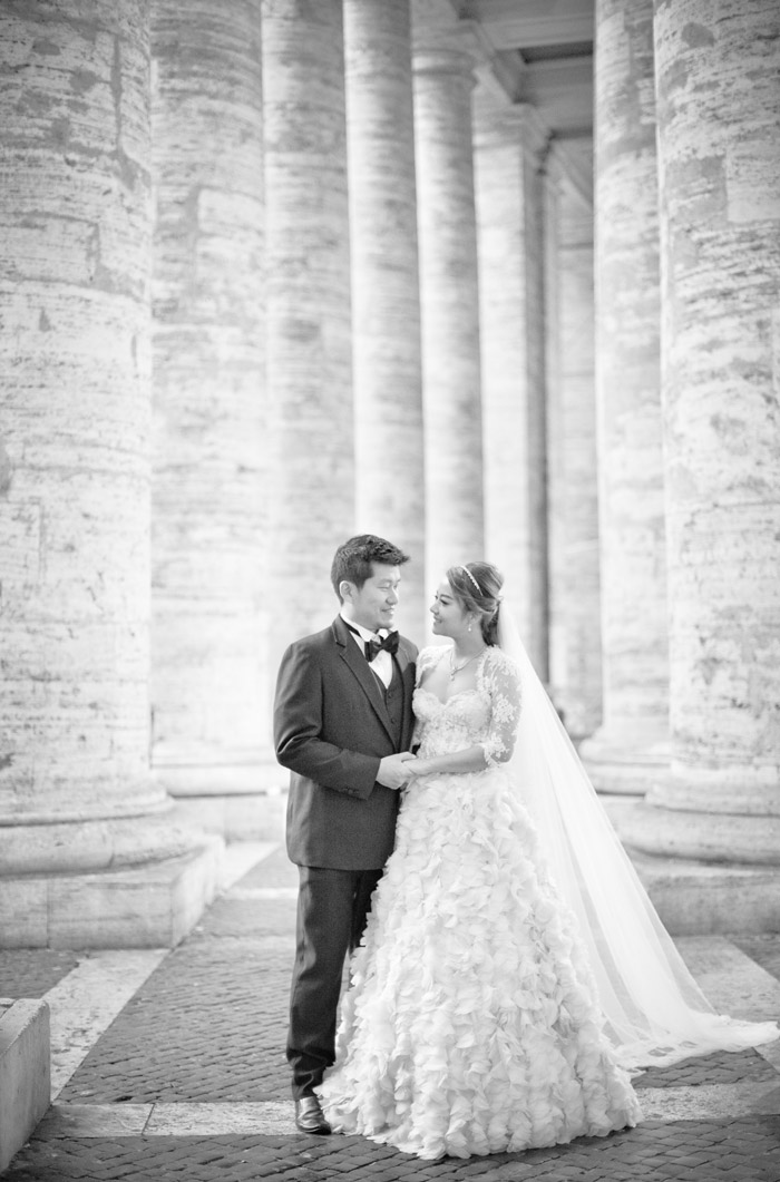 Destination bridal portraits in Rome. Andrew Yep Photographie. www.theweddingnotebook.com