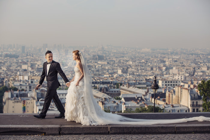 Destination bridal portraits in Paris. Edwin Tan Photography. www.theweddingnotebook.com