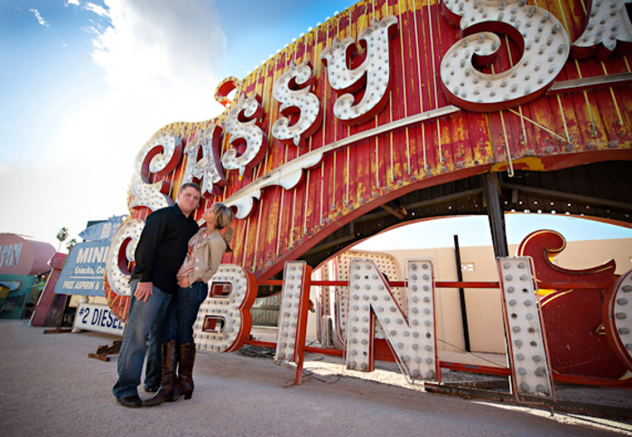 Las Vegas. 16 Colourful Places In The World For Your Bridal Portraits. www.theweddingnotebook.com