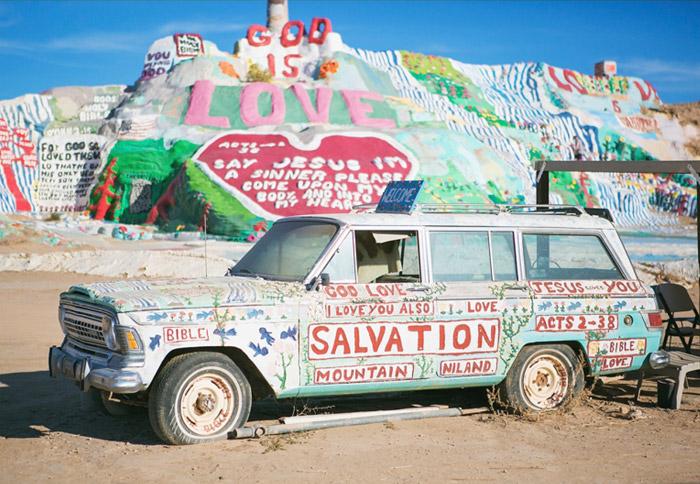 Salvation Mountain, California. 16 Colourful Places In The World For Your Bridal Portraits. www.theweddingnotebook.com