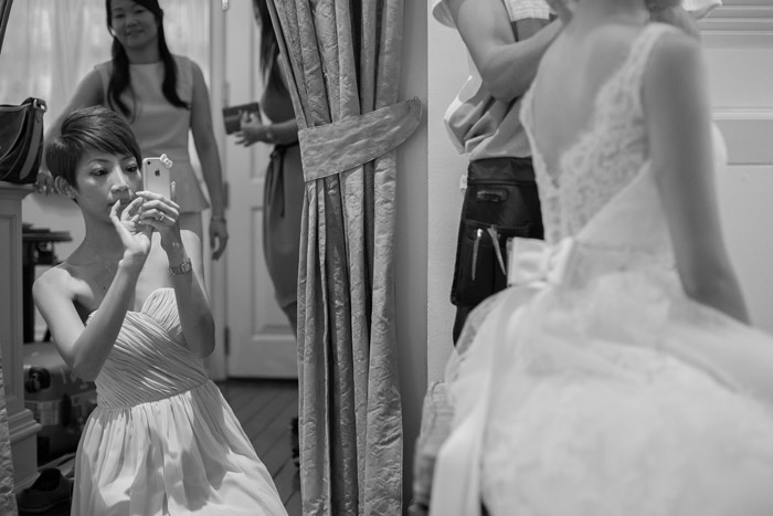 Selfies: A New Era In Wedding Day Photography. Photo by Kennfoo Weddings. www.theweddingnotebook.com