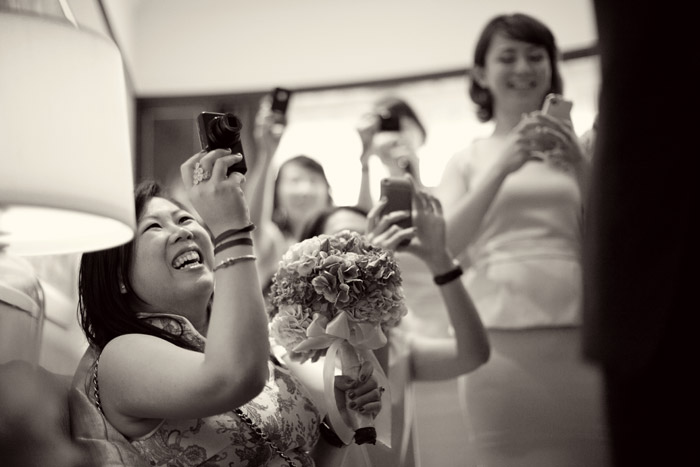 Selfies: A New Era In Wedding Day Photography. Photo by Ndrew Photography. www.theweddingnotebook.com