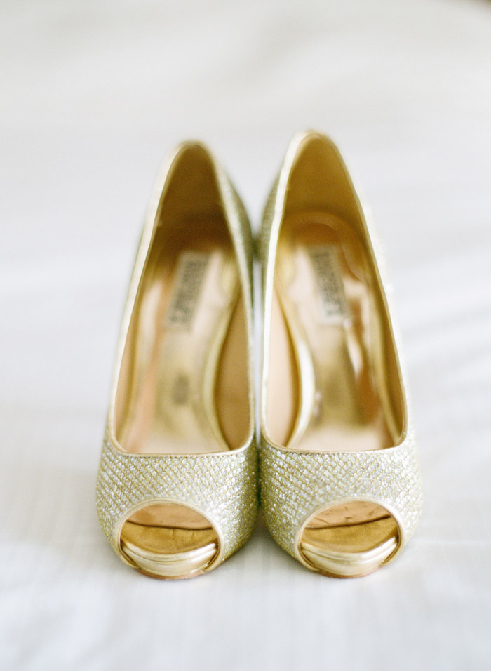 Bridal Shoes by Badgley Mischka. Photo by Taylor Lord Photography. www.theweddingnotebook.com