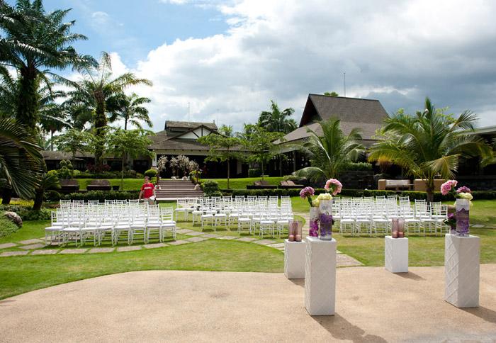 Cyberview Resort And Spa garden wedding. Photo by Aaron Chin. www.theweddingnotebook.com