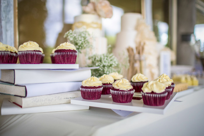 10 Clever IKEA Ideas And Hacks For Weddings - Cupcakes Platter. www.theweddingnotebook.com