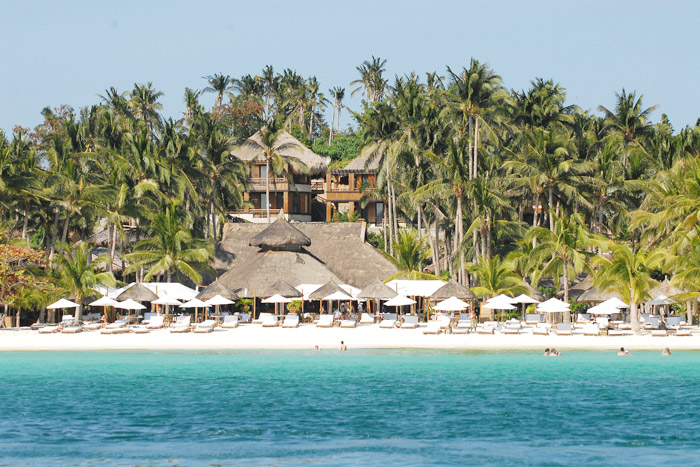 20 Honeymoon Ideas – Fridays Borocay. www.theweddingnotebook.com