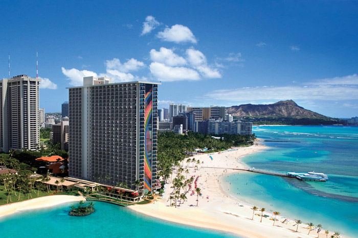 20 Honeymoon Ideas – Hilton Hawaiian Village Waikiki Beach Resort, Honolulu. www.theweddingnotebook.com