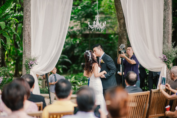 Rustic glam wedding in Malaysia. Photo by Munkeat Photography. www.theweddingnotebook.com