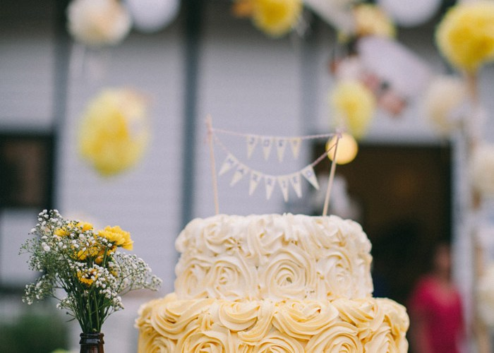Yellow wedding cake. Photo by Memoir Click Studio. Event Styling by Yean. www.theweddingnotebook.com