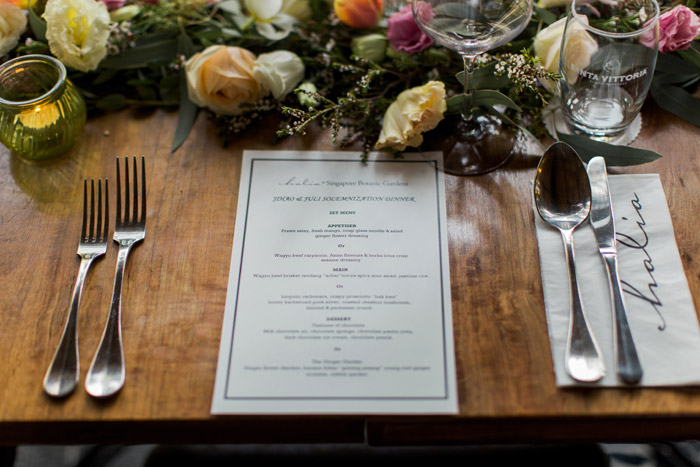 Photo by Bloc Memoire Singapore. Flowers and Decor by Inside The Knot. www.theweddingnotebook.com