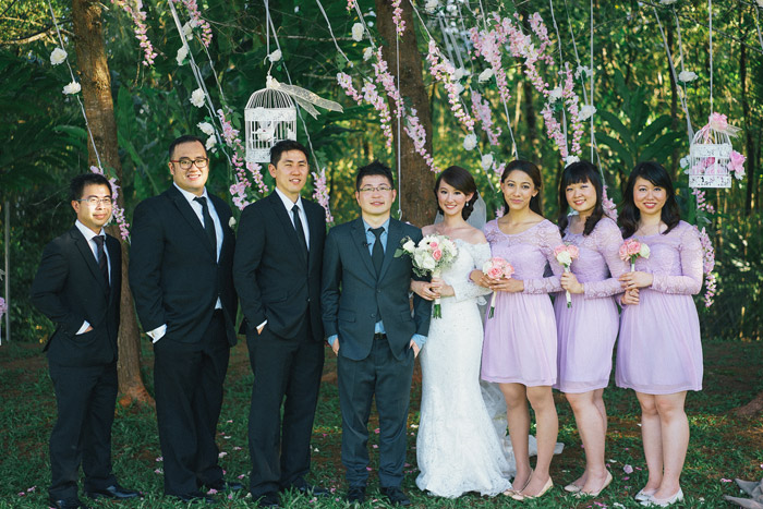 Purple bridesmaids. Photo by Fabulous Moments. www.theweddingnotebook.com
