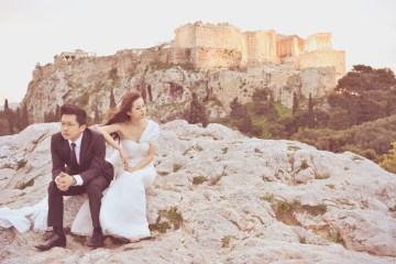 Bridal portraits in Athens. Photo by Andrew Yep Photographie. www.theweddingnotebook.com