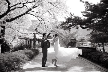 Photo DIY Bridal Portraits In Seoul. www.theweddingnotebook.com