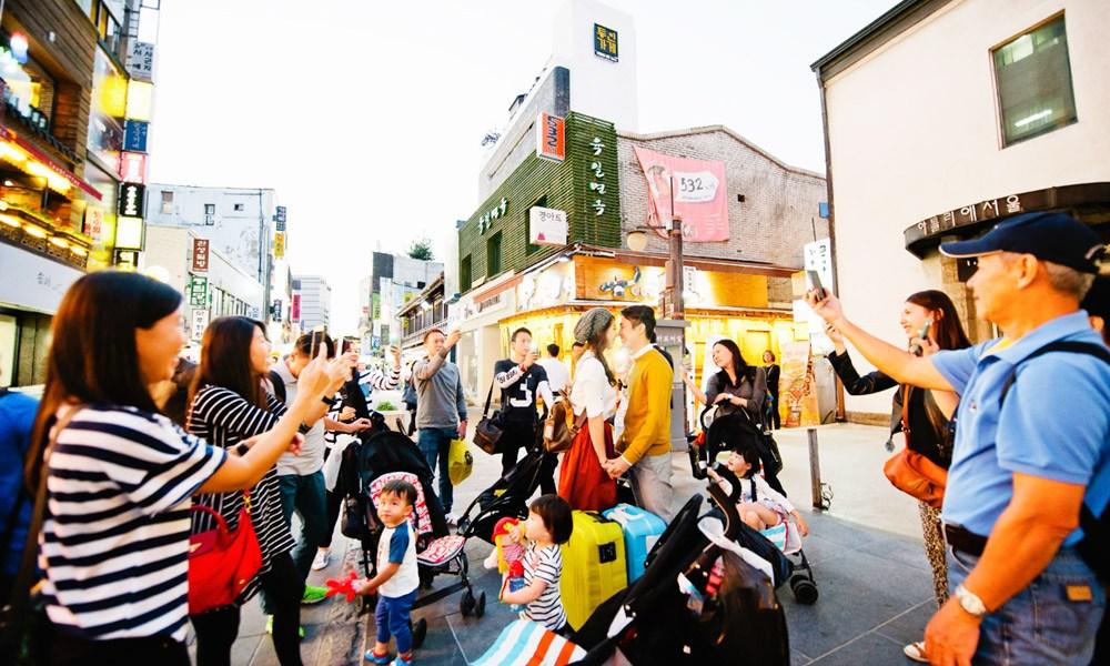Daren Chong Photography. www.theweddingnotebook.com
