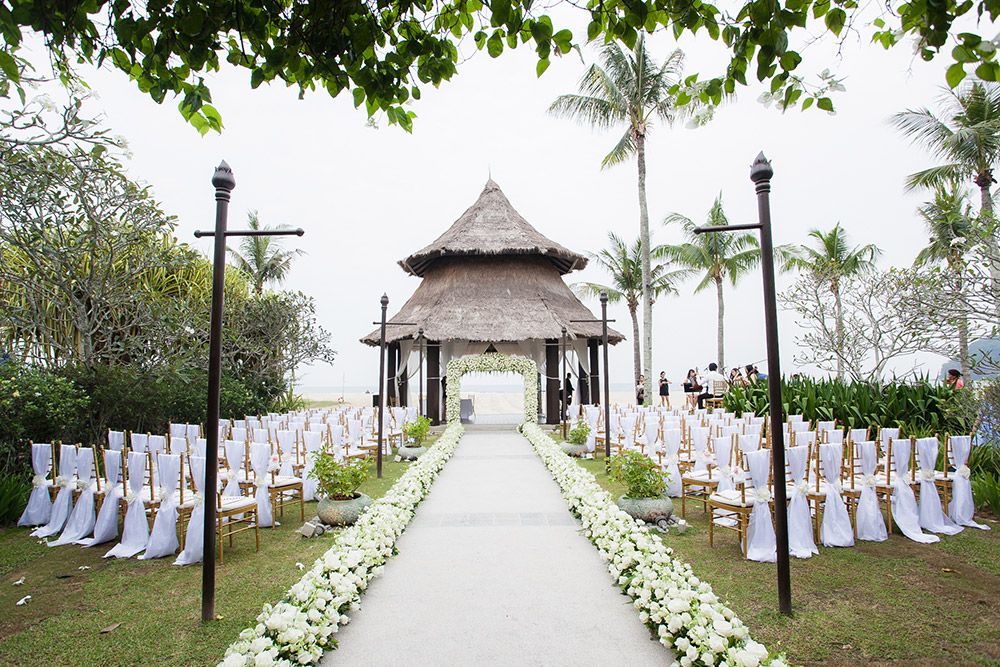 Wedding at Shangri-La's Rasa Ria Resort & Spa, Sabah. Photo by Stories by Integricity. www.theweddingnotebook.com