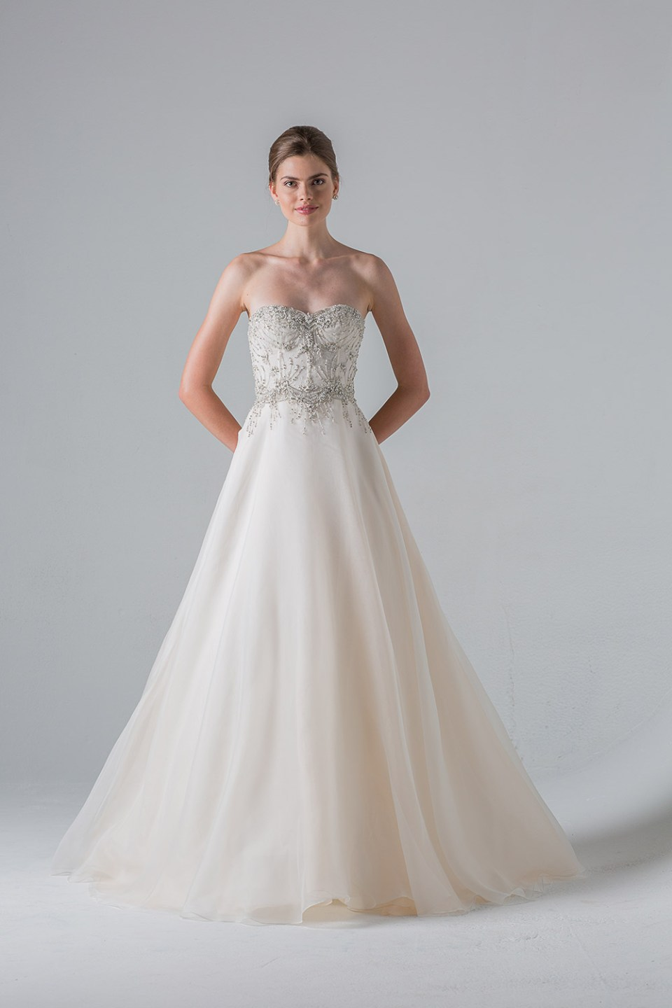 Reverie - Anne Barge Couture Spring 2016 Collection. www.theweddingnotebook.com