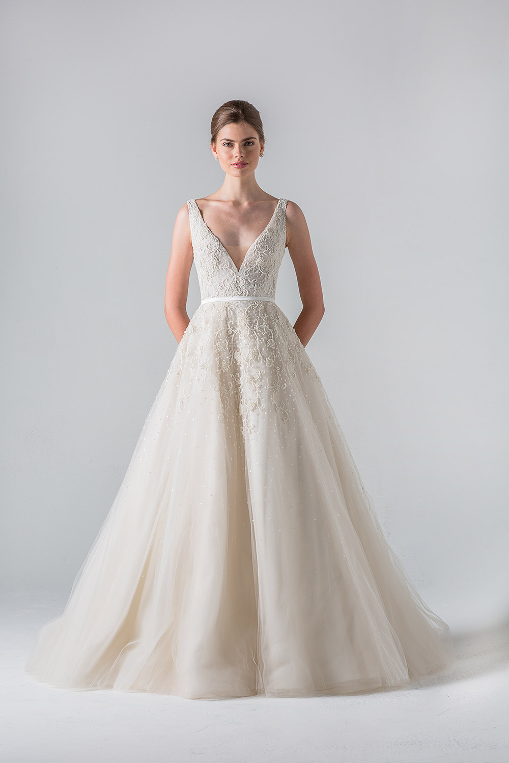 Versailles - Anne Barge Couture Spring 2016 Collection. www.theweddingnotebook.com