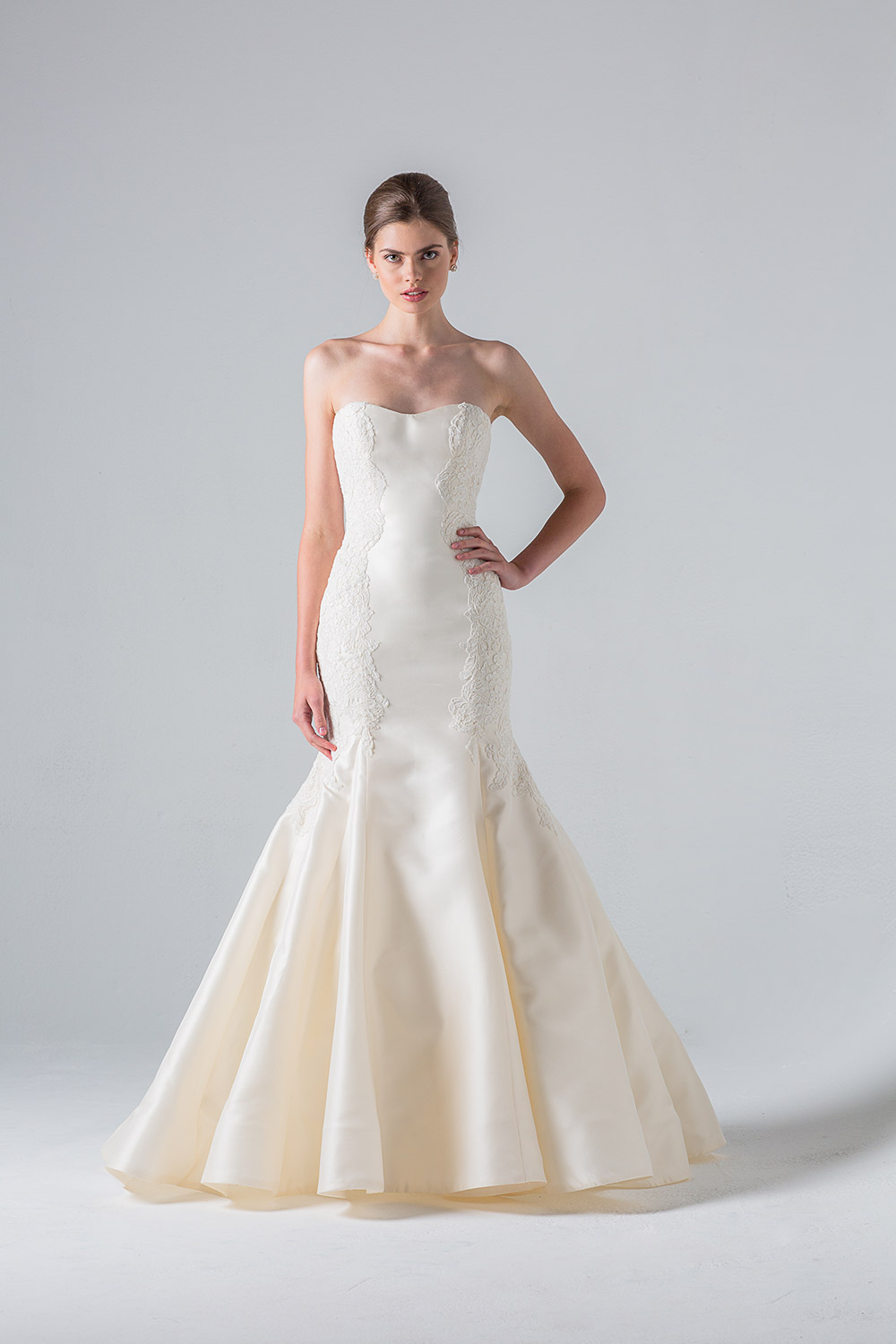 Villette - Anne Barge Couture Spring 2016 Collection. www.theweddingnotebook.com