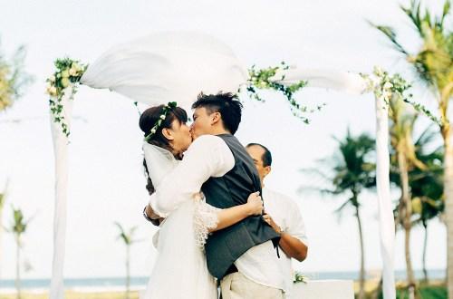 Photo by Bloc Memoire Photography. www.theweddingnotebook.com