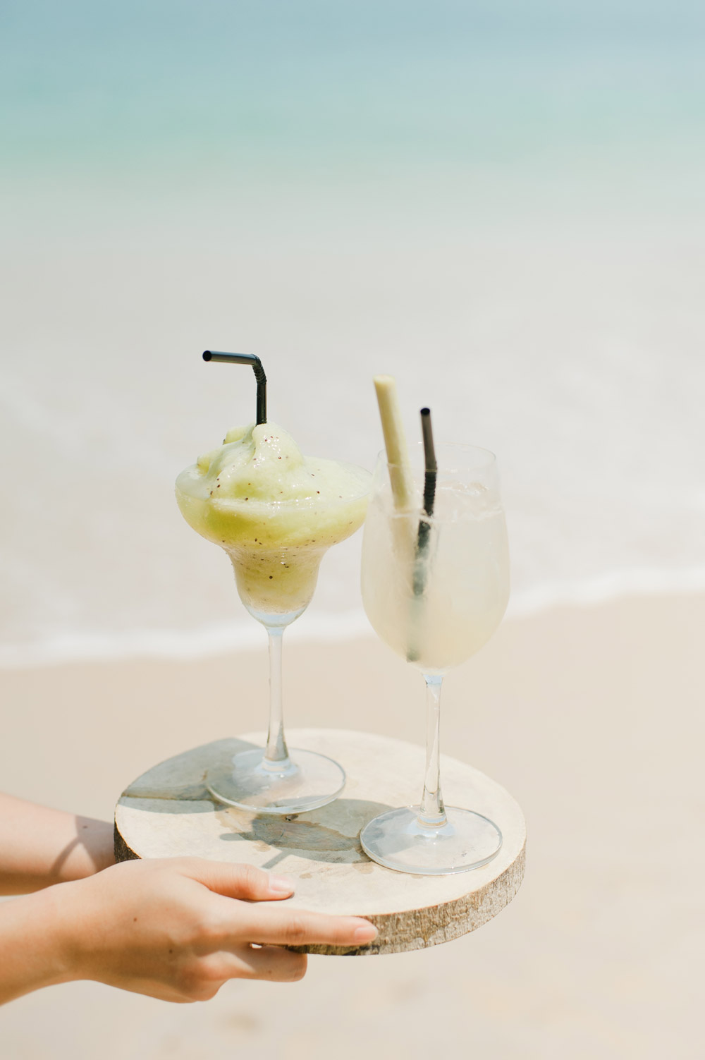 Refreshing drinks for destination wedding. www.theweddingnotebook.com
