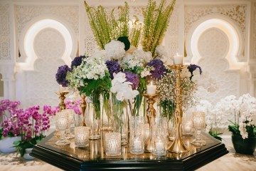 Flowers and Decor by WIshing Tree. www.theweddingnotebook.com
