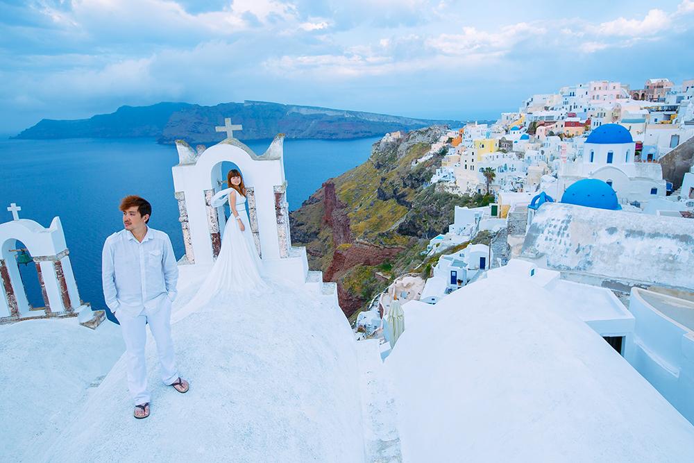 DIY Wedding Photoshoot, Santorini, Greece. www.theweddingnotebook.com