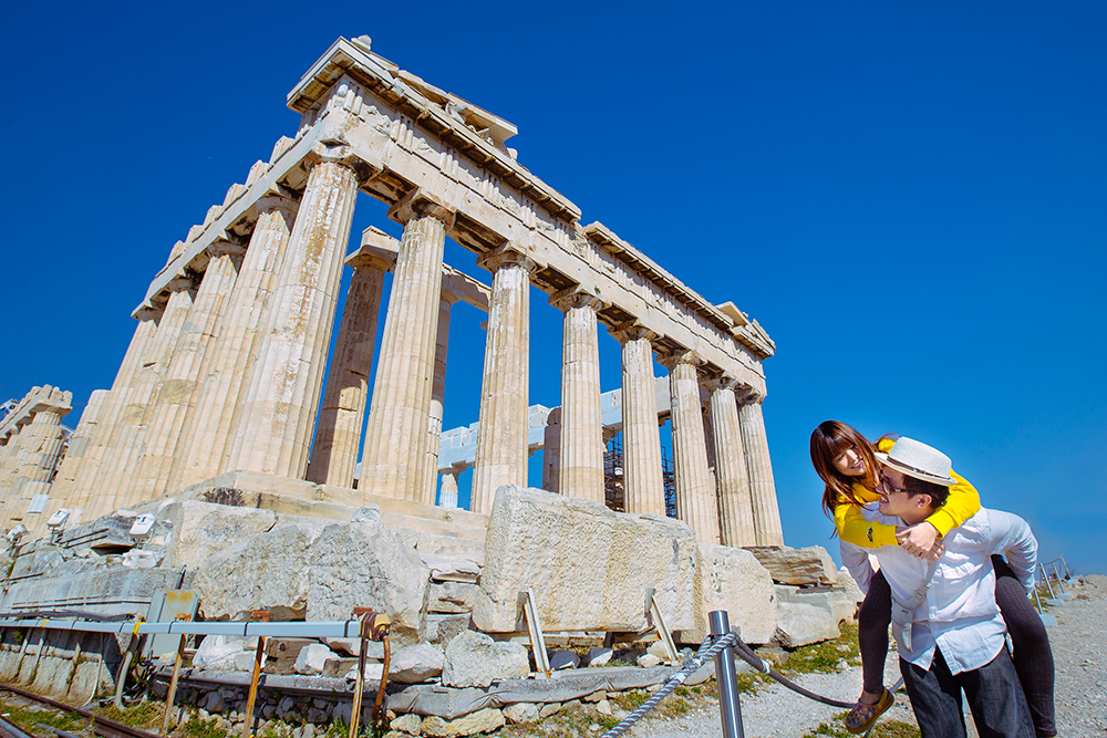 DIY Wedding Photoshoot, Acropolis, Athens, Greece. www.theweddingnotebook.com